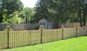 Hampton Traditional Point Cedar Fence w/ Pyramid Caps